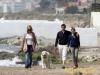 Мелани Гриффитс и Антонио Бандерас с дочерью и любимым лабрадором